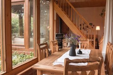 Macht es euch in unserem Wintergarten gemütlich und genießt Morgens eine Tasse Kaffee in dem lichtdurchfluteten Raum.